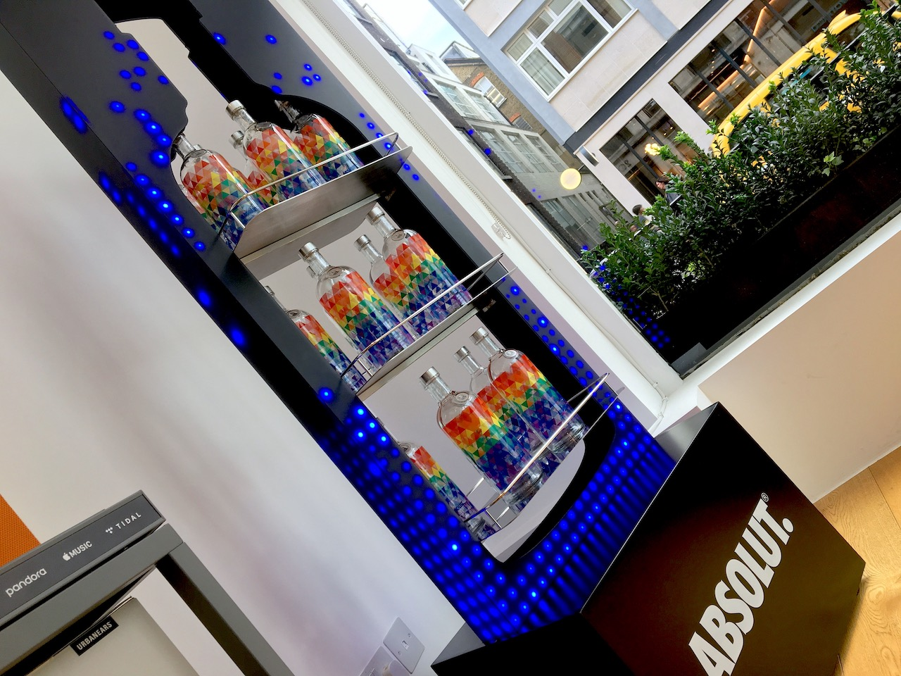 Outform-Absolut-LED-Stand