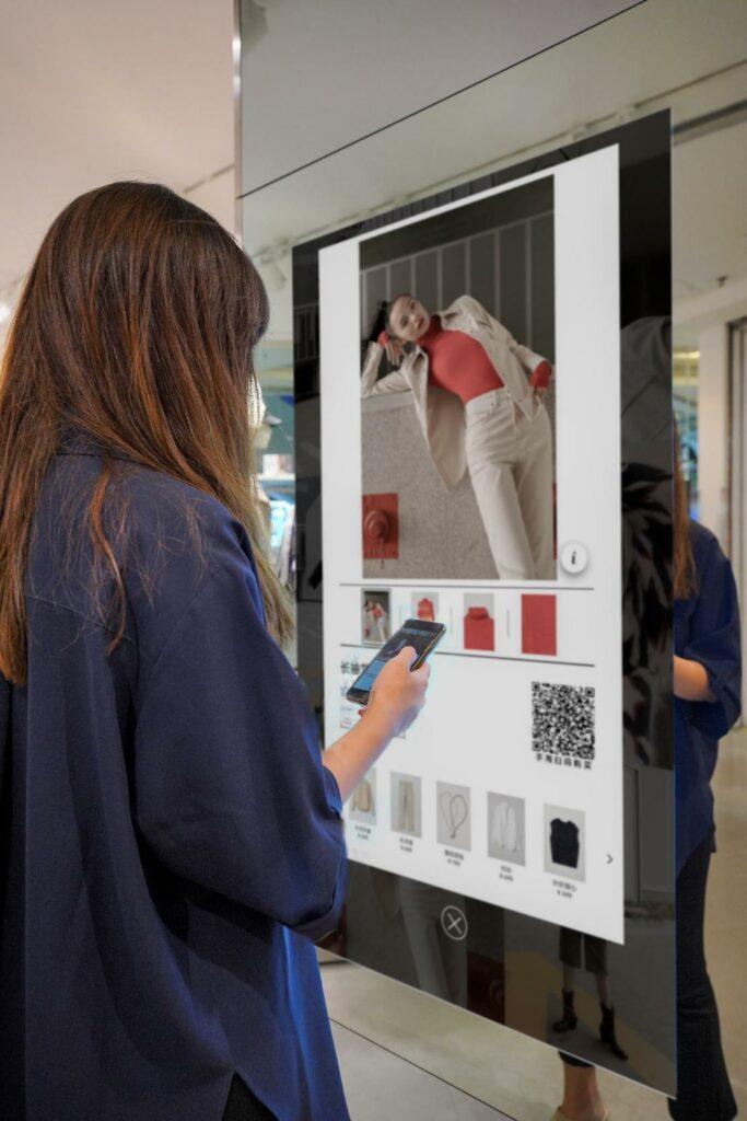 Shopper_Girl_Mobile_DigitalScreen